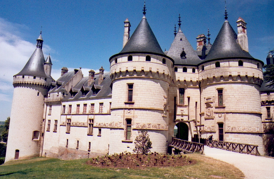 http://upload.wikimedia.org/wikipedia/commons/a/a6/Chateau_de_Chaumont_06_2006.jpg