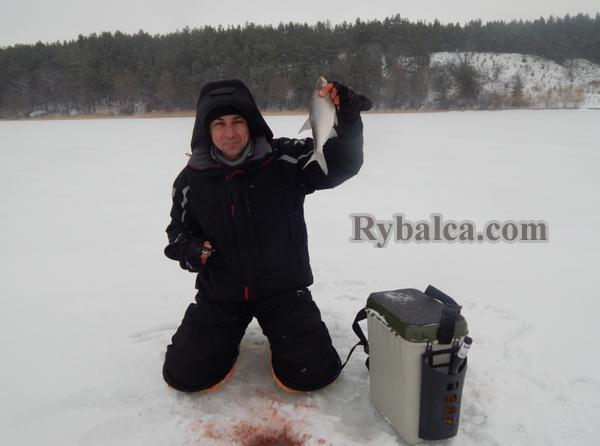 Костюм и сапоги для зимней рыбалки
