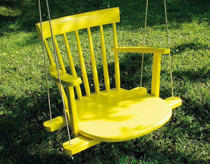 Простые качели из стула.