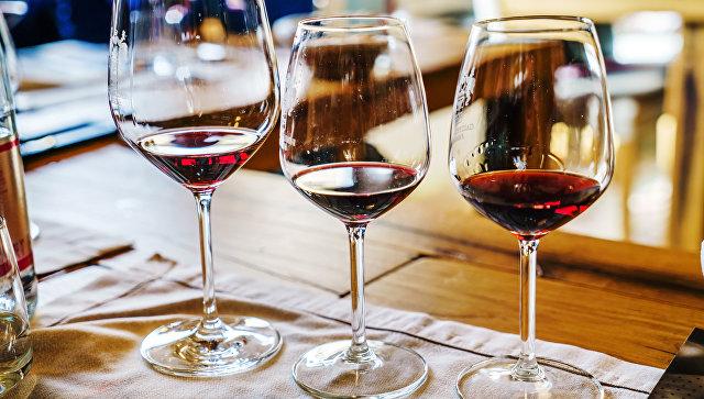 Около 40% россиян вообще не употребляют алкоголь, показал опрос ВЦИОМ