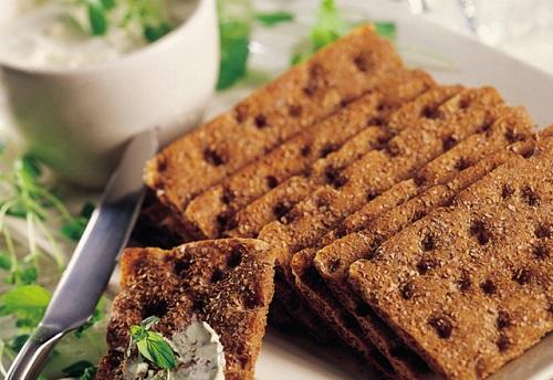 Полезные цельнозерновые хлебцы: рецепт приготовления