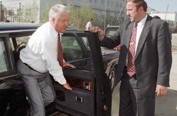Почему Ельцин и Немцов не смогли пересадить элиту на отечественные машины