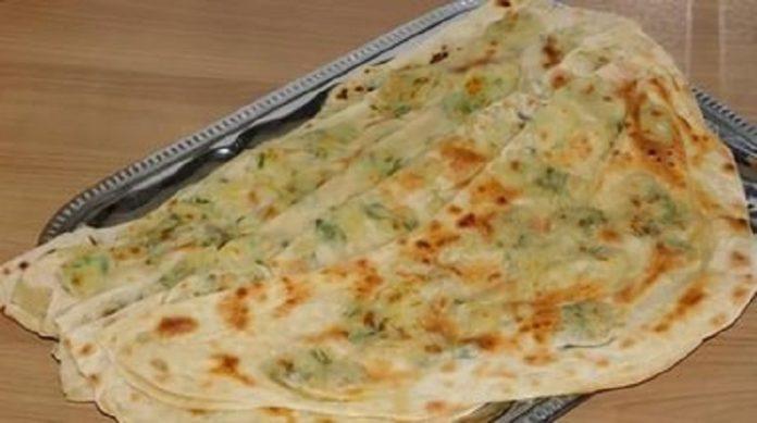 Турецкие лепешки гёзлеме с картофельной начинкой