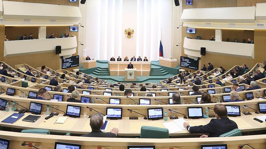 """""""Чемодан,вокзал,Сибирь"""": За «нежелательное поведение» предлагают высылать из России"""