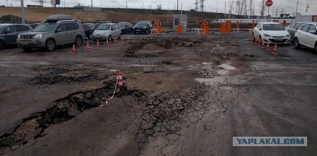 "Перехватывающая парковка у метро ""Соларьево"" начала разваливаться"