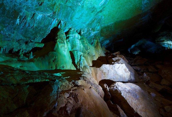 Мраморная пещера имеет глубину - 60 метров. Автор фото: Денис Французов