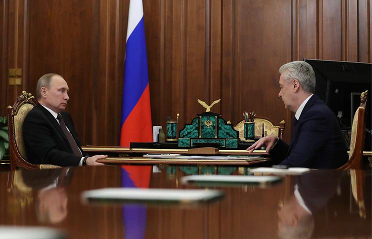 "Путин поручил Собянину снести ""хрущевки"""