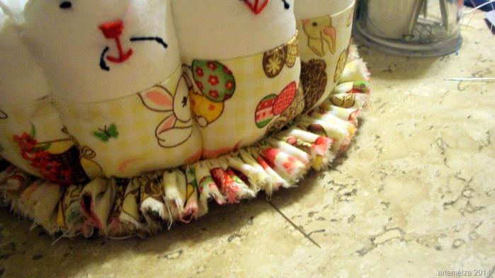 Текстильная корзинка из пасхальных зайцев. Мастер-класс (44) (700x393, 314Kb)