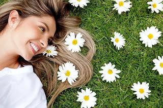 Натуральные красители для волос: ромашка, черный чай, кора дуба, луковая шелуха