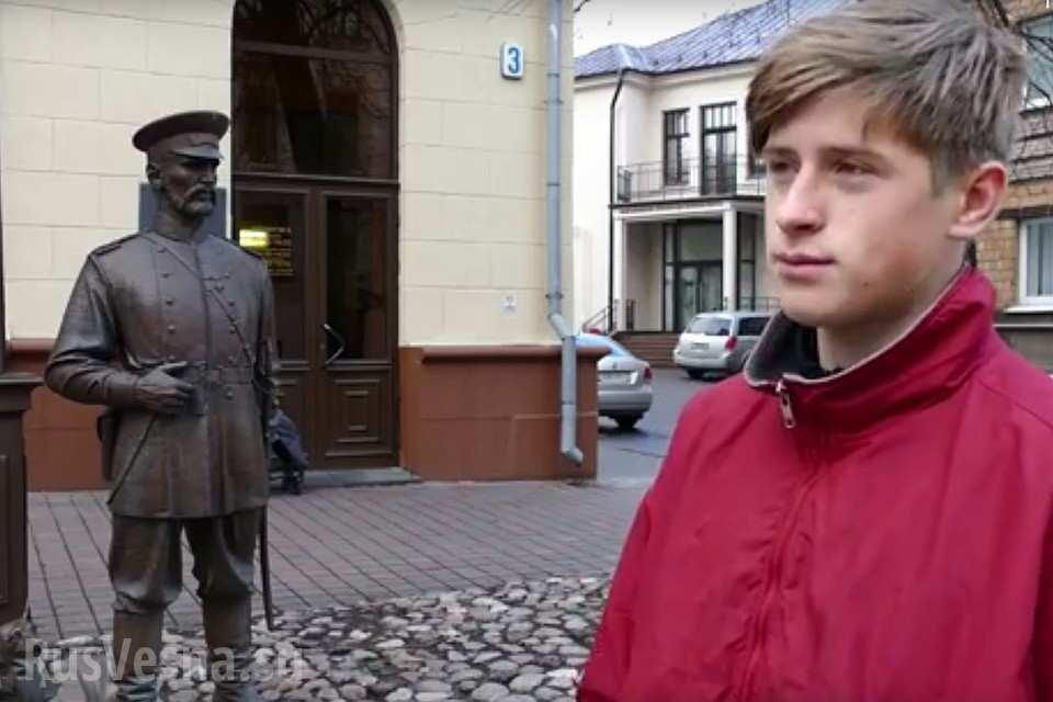 Белорусские милиционеры заставили малолетнего хулигана извиниться перед памятником