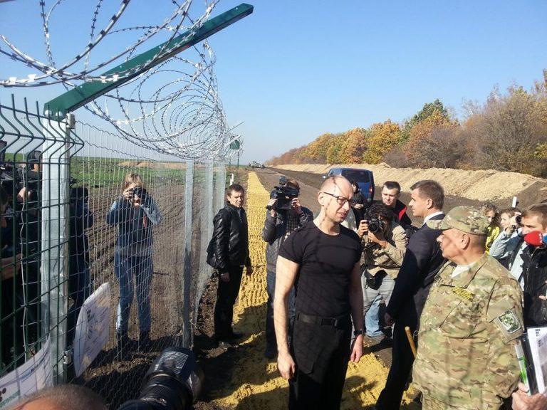 Гениально: Украина свернула проект «Стена», обеспечивший Яценюку счастливую старость