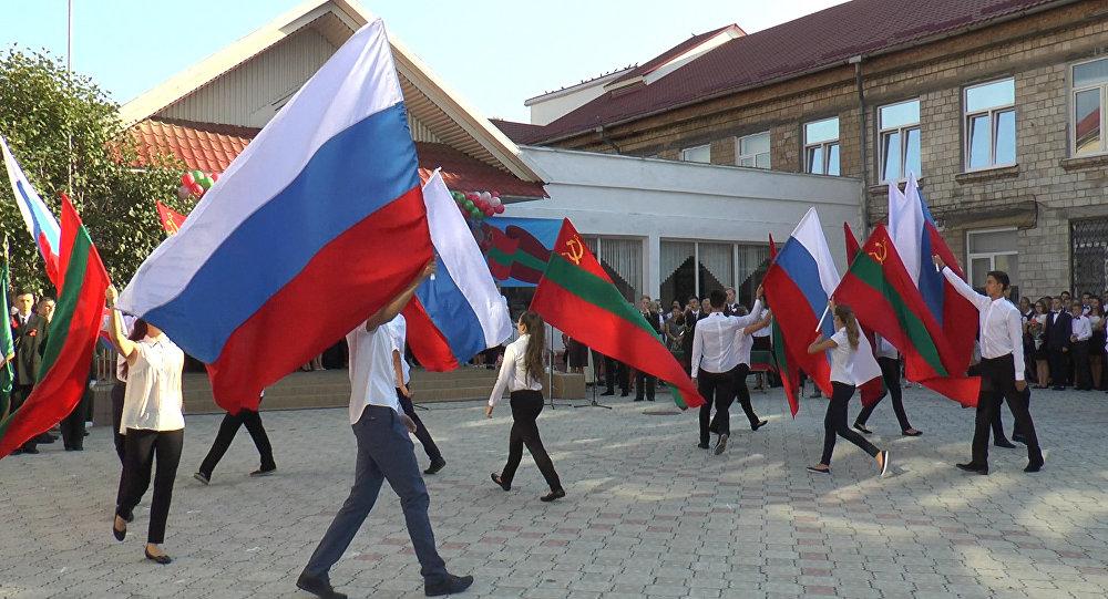 В Приднестровье российский триколор получил статус государственного флага
