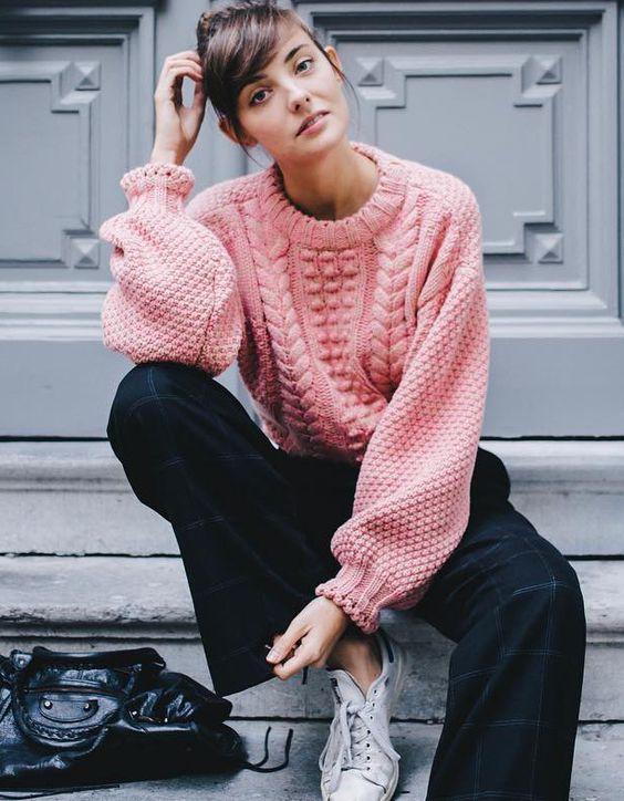 Уютный oversize: базовые свитера для осени и зимы