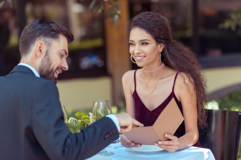 Почему стоит проводить первое свидание с мужчиной в ресторане