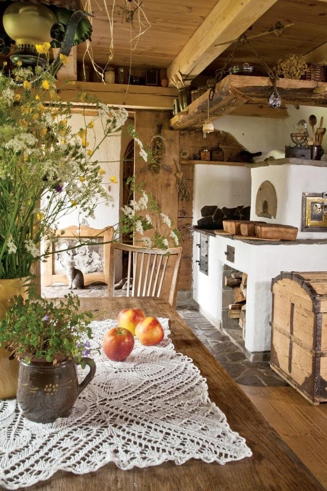 Деревенский дом фото интерьер