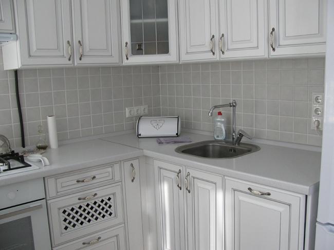 Дизайн белой кухни из МДФ 5,7 кв.м