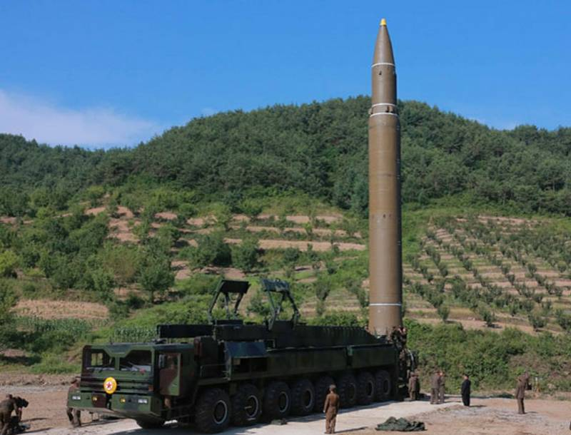 Глава КНДР потребовал интенсифицировать производство ракетных двигателей