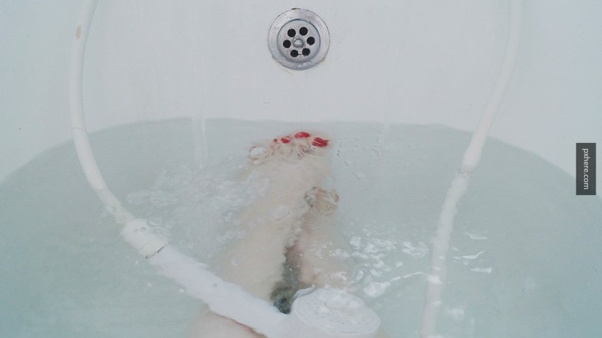 Новокузнечанка погибла в ванне, проверяя соцсети