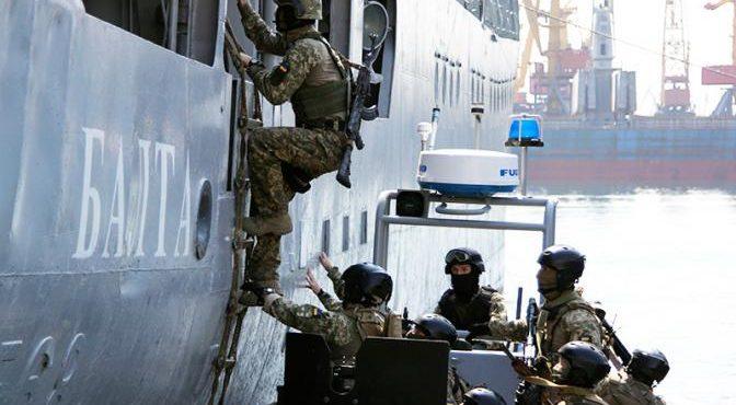 США зовут москитный флот Украины в «ползучее наступление» на Крымский мост