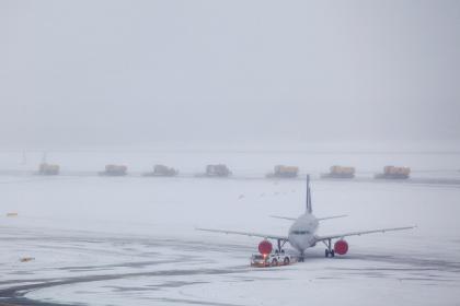 В московских аэропортах отменили и задержали несколько десятков рейсов