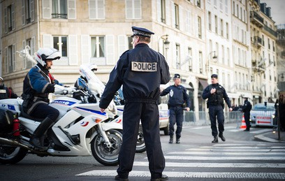 Полиция дежурит в центре Парижа после дерзкого ограбления