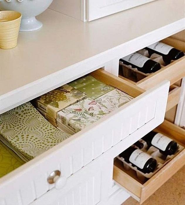 Удобные в использовании ящики с подставками для бутылок.