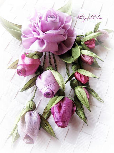 Красивые цветы из ленты своими руками