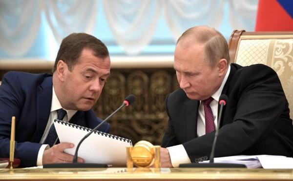 Владимир Путин поручил Дмитр…