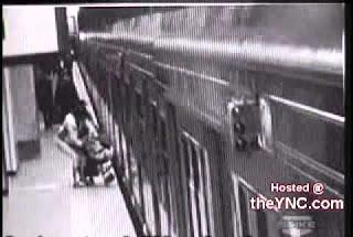 Жесть с коляской - будьте аккуратнее в метро