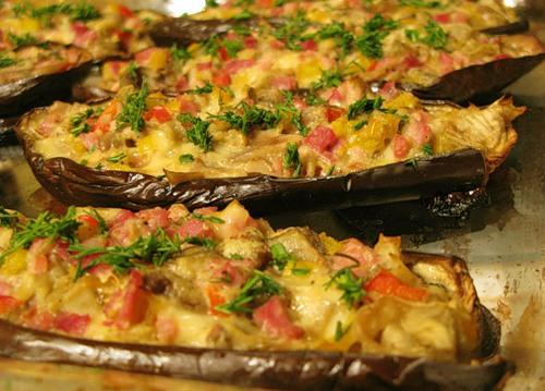 Баклажаны лодочки с фаршем в духовке рецепт пошаговый