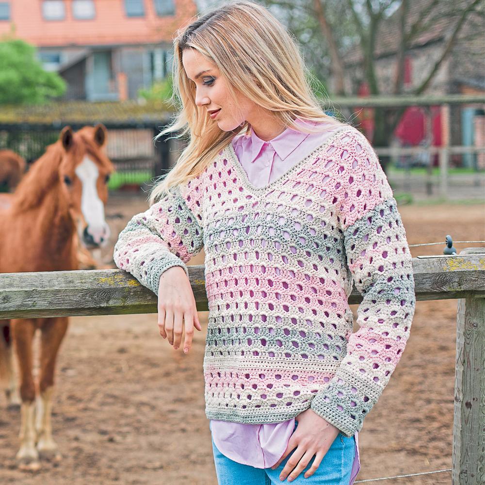 Пуловер с узором в дырочку
