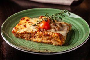 Немного мяса, овощи и соус бешамель. Как приготовить итальянскую лазанью
