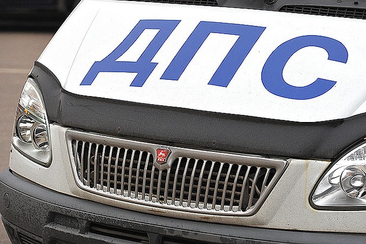 На западе Москвы машина ГИБДД врезалась в пассажирский автобус