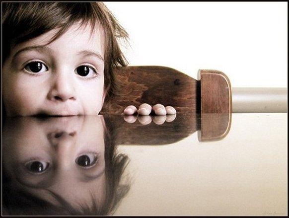 Отражение ребенка. Фото