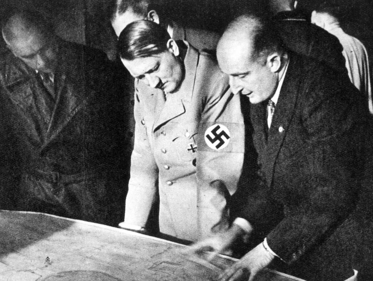 Гитлер обладал в конце войны элементарным атомным оружием