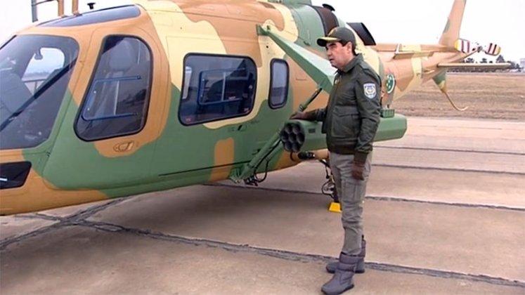 Президент Туркмении знакомится с новыми вертолетами