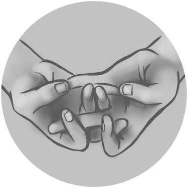 «Язык общения с Вселенной», «Йога для пальцев», «Ритуальный язык жестов» — как только не называют древнюю практику!