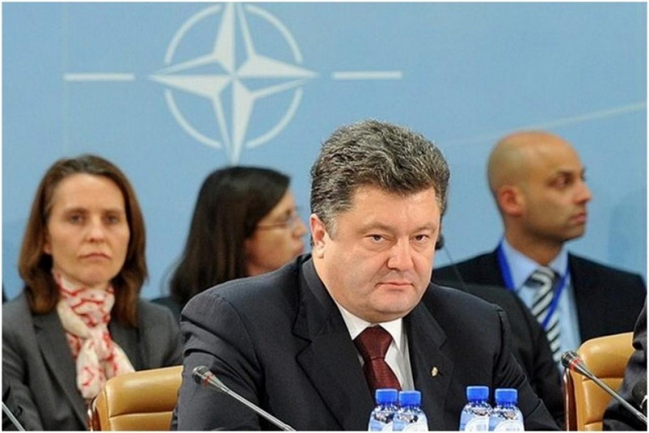 ДВЕРИ ТРЕТЬЕЙ МИРОВОЙ. ЗАЧЕМ ТЕРРИТОРИЮ ХАОСА ТЯНУТ В НАТО?
