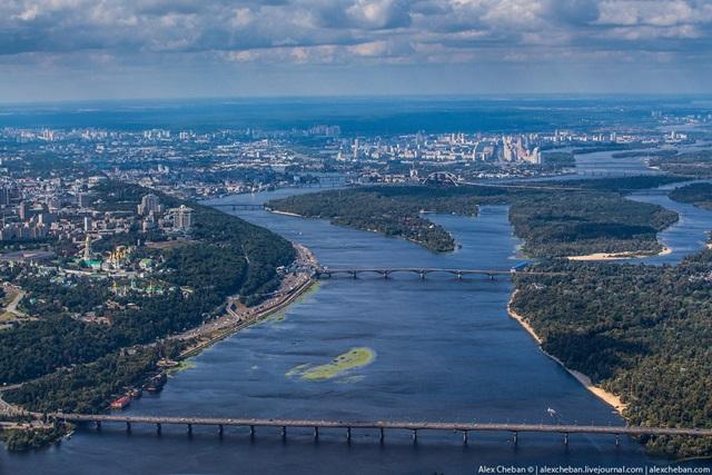 Киевляне отказались переименовывать проспект Ватутина в бандеровский проспект Шухевича