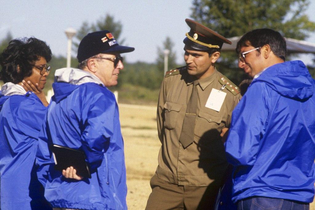 Американские военные инспекторы на ликвидации ракет РСД-10 в Читинской области, 1988 год