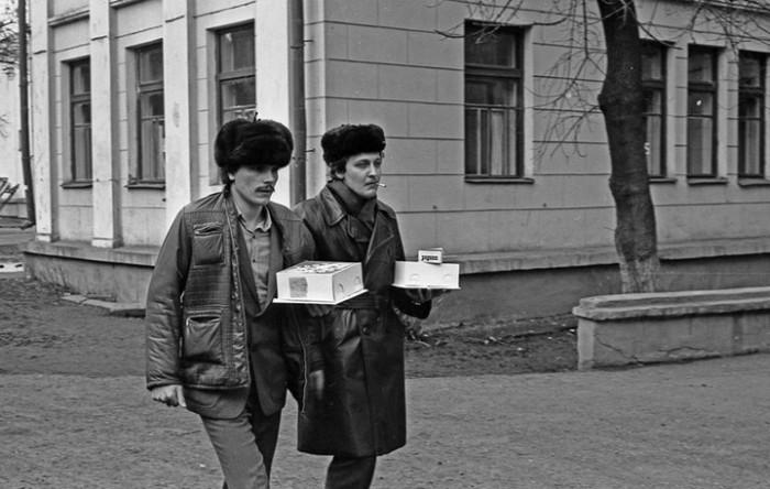 Поход за подарками. СССР, Новокузнецк, 1980-е годы.