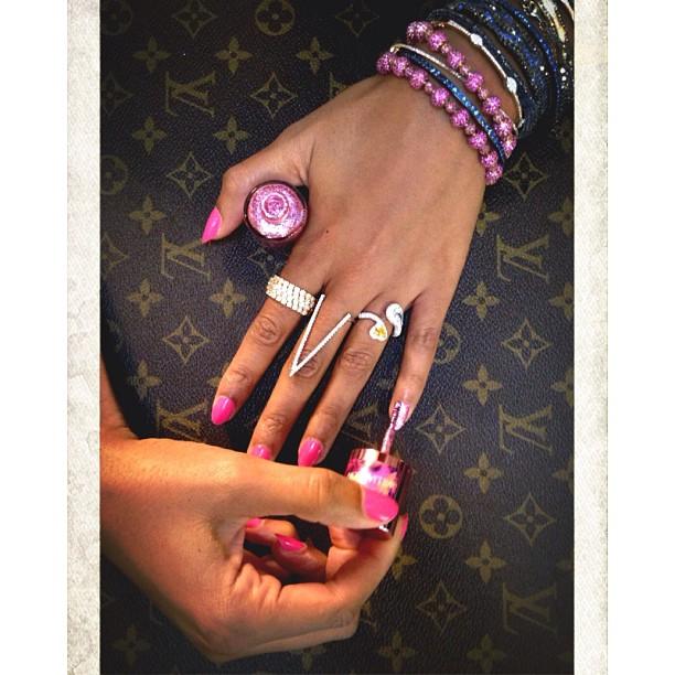 #spotthepinkie #pinkiepink #nailsinclondon