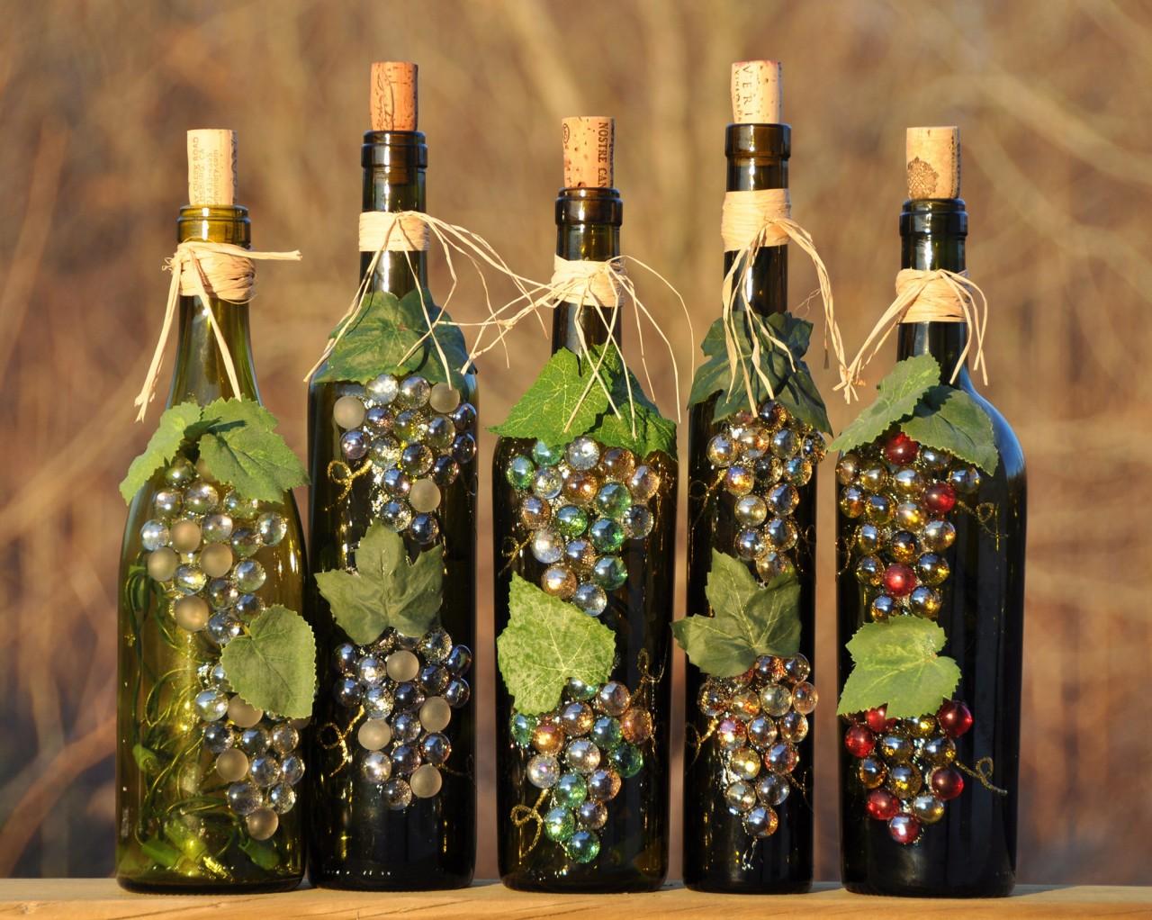 Декор бутылок под виноградные гроздья