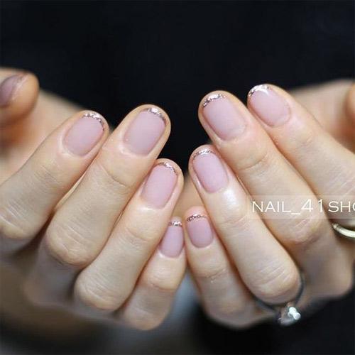 Золотистая окантовка на кончиках ногтей