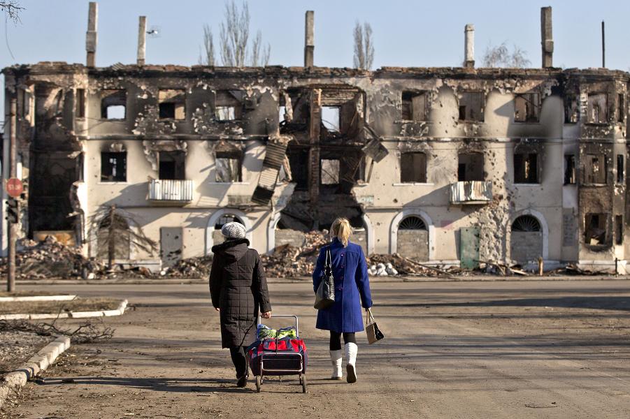 Украинцы готовы отказаться от Донбасса ради мира. Но как это сделать?