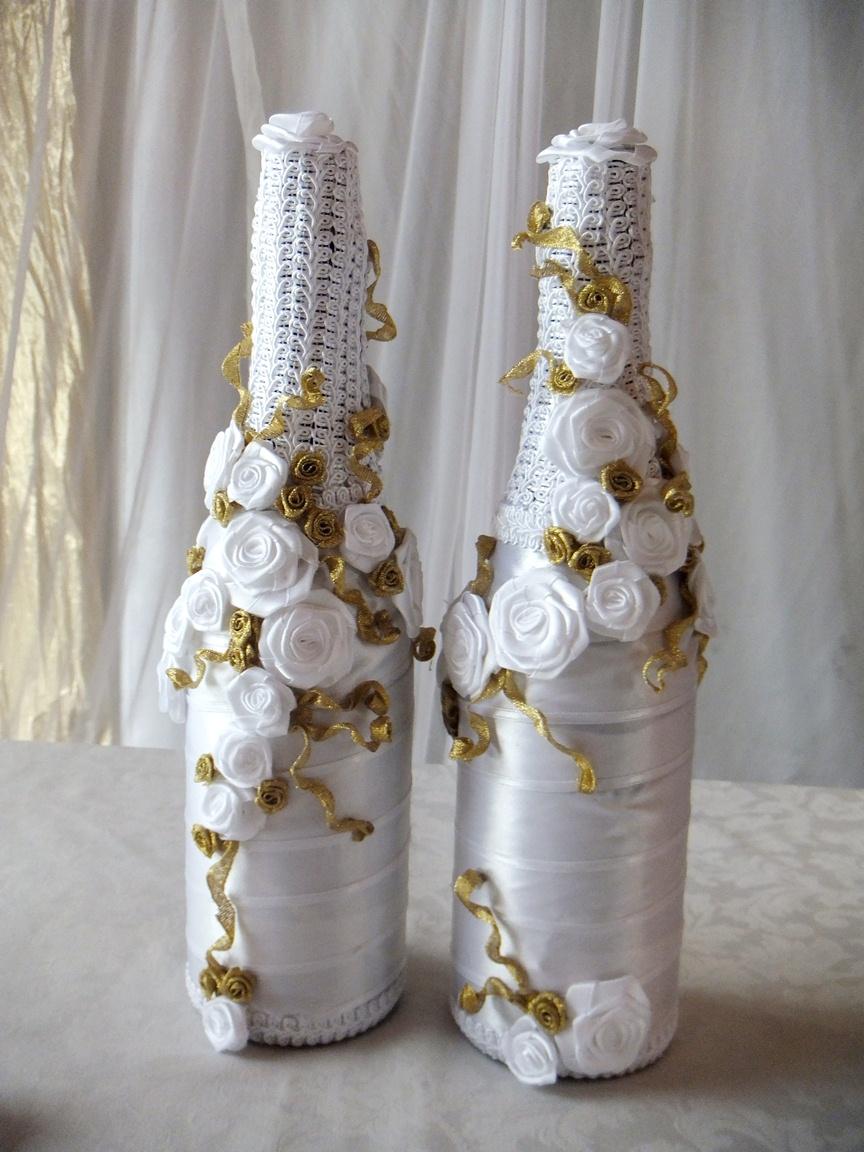 Бело-золотистый декор свадебных бутылок