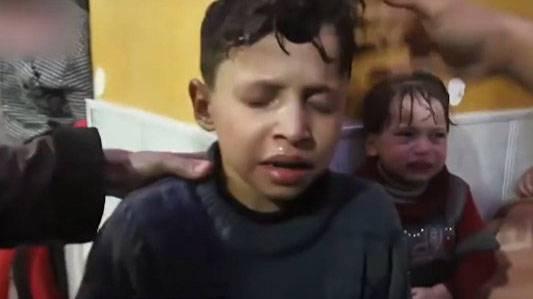 """""""Белые каски"""" воспользовались голодным ребёнком для фейка о химатаке в Думе"""
