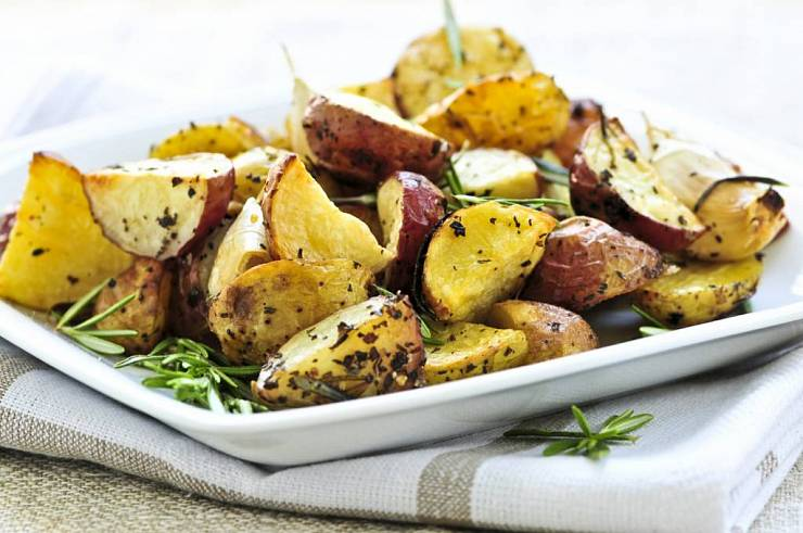 10 рецептов простых бюджетных блюд из картофеля