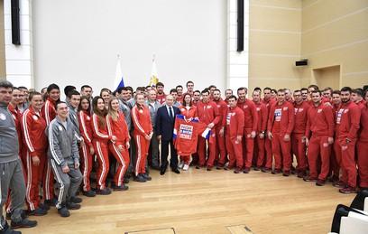 """""""Простите нас"""": президент встретился с российскими олимпийцами"""