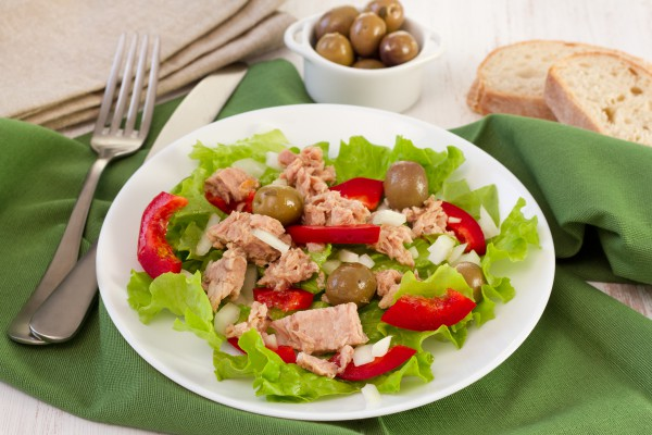Салат из тунца консервированного с фото